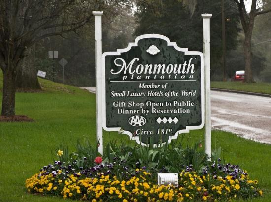 Sign In Front Of Monmouth Plantation Picture Of Monmouth Historic Inn Gardens Natchez
