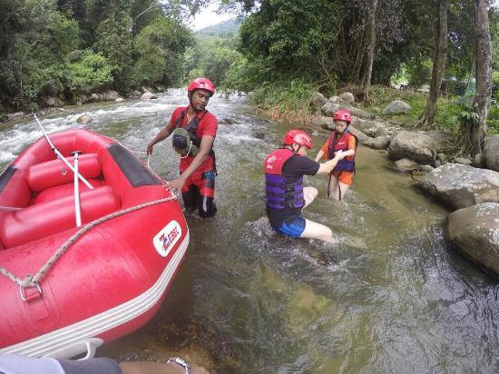 Kedah, Malásia: Gopeng Rainforest Adventure Tours White Water Rafting River Rafting - www.bigtreetours.com
