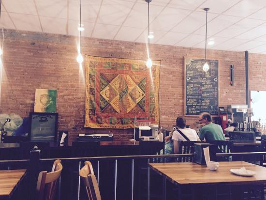 Steaming bean coffee co: Comfortable place to have a great cup of espresso.