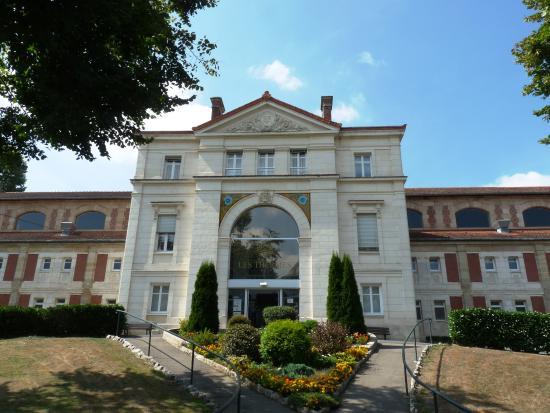Bourbon-l'Archambault, France: L'entrée des Thermes