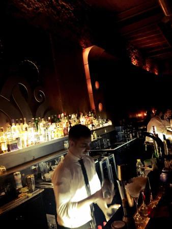 Verne Cocktail Club: Lindo ambiente .. Genial el barman .. Pero con poco ron Habana .. Buena música un lugar lindo ..