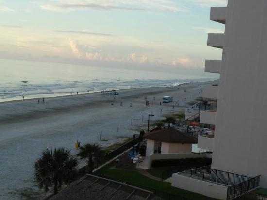 Emerald Ss Hotel Looking South Down Daytona Beach
