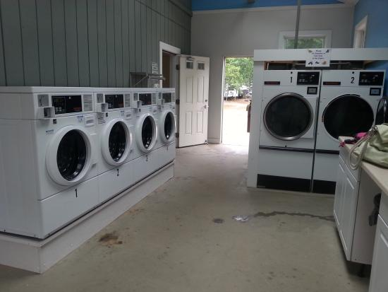 Atlantic Oaks Campground: Laundry room