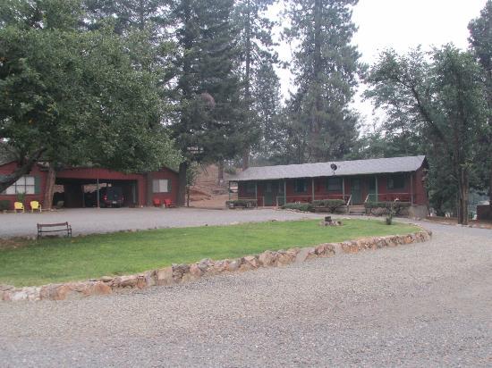 Red Hill Motel: Cabins w/o carports