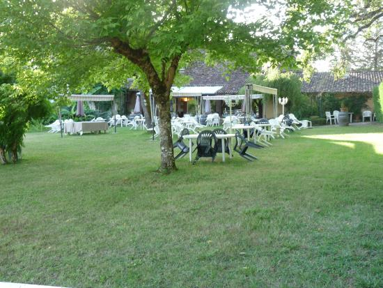St.-Julien-de-Crempse, France: jardin restaurant