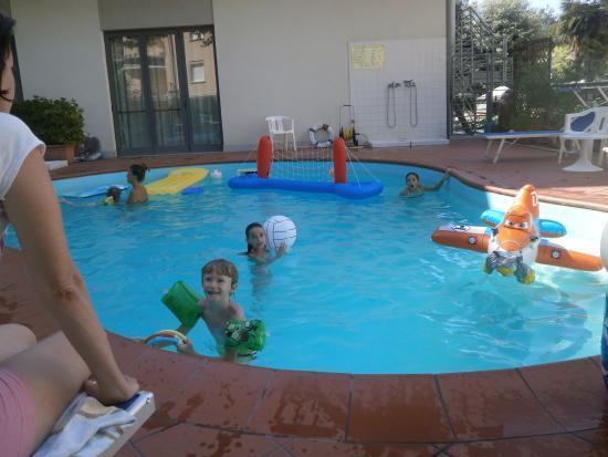 Hotel La Coccinella: Kinderfreundlicher Pool, mit Ruhezeiten zur Mittagszeit
