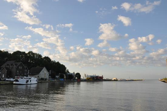 The Windjammer Inn: The harbour of Port Sranley
