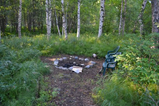 Alaska Creekside Cabins: Fire pit