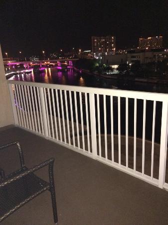 Sheraton Tampa Riverwalk Hotel: Varanda com vista para o rio