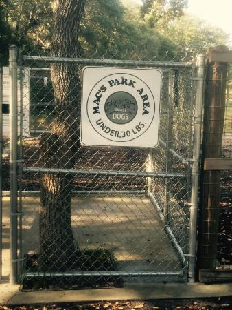 Rockport, Техас: Bark Park entrance for dogs under 30 lbs