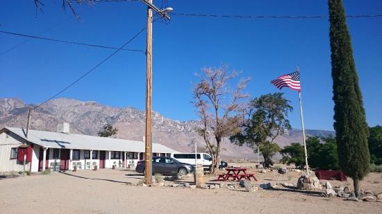 Rustic Oasis Motel: Rustic motel