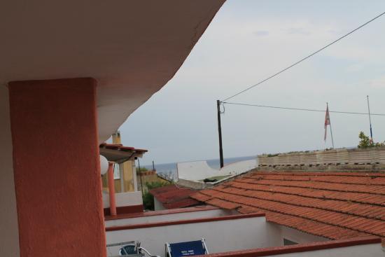 Hotel San Vincenzo Terme: vista dal terrazzino su piscina