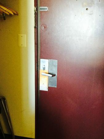 Howard Johnson Inn Clifton NJ: My phone flash actually makes this look 'better.' Dark/dirty hotel