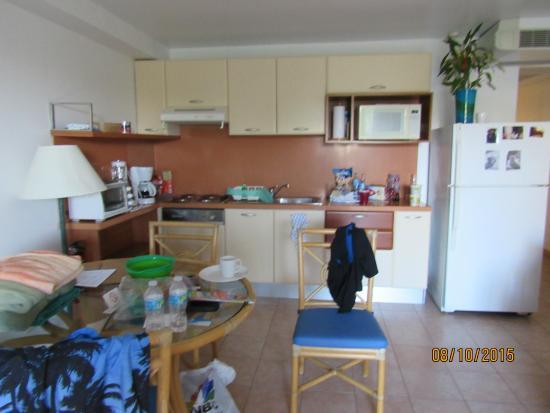Royal Islander Club La Terrasse Resort : kitchen area