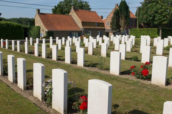 Heuvelland, Belgia: Lindenhoek Chalet Military Cemetery