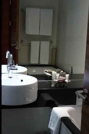 Grange Tower Bridge Hotel: nice bathroom