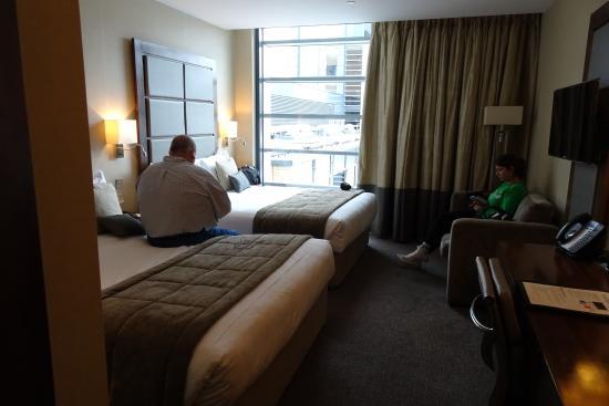 Grange Tower Bridge Hotel: full room look - we had just got in