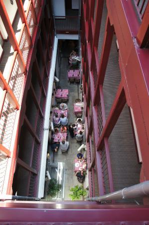 La Posada del Dragón: La cour intérieur avec vu sur le restaurant