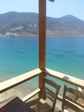 Levrossos Beach Tavern: Tavern view...