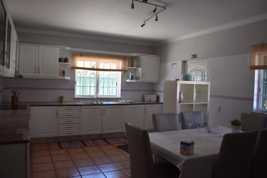 Arrabida's Sweet Home - Guest House: La cuisine