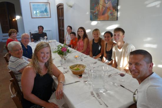 Agriturismo Podere Felceto: Family dinner in the Villa