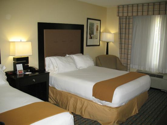 Holiday Inn Express Alpharetta-Roswell: Comfy Bed