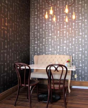 Dienger Building: Nook in coffee shop