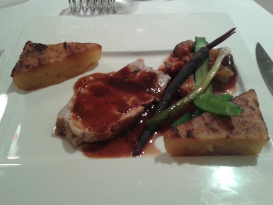 Auberge Saint Thegonnec Restaurant: Carré de porc fumé, pomme macaire, sauce mangue et épices douces