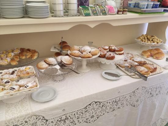 Nuovo Albergo Russo: Ottimi dolci(colazione)