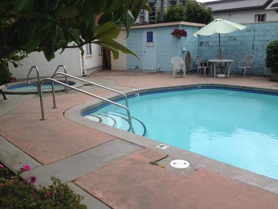 Comfort Inn and Suites North Vancouver : Pool