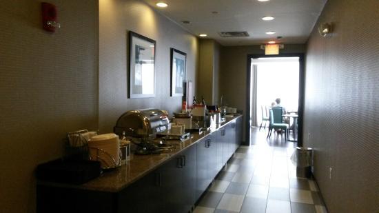 Hampton Inn & Suites Milwaukee Downtown: Hampton Inn Downtown Milwaukee, WI - breakfast area