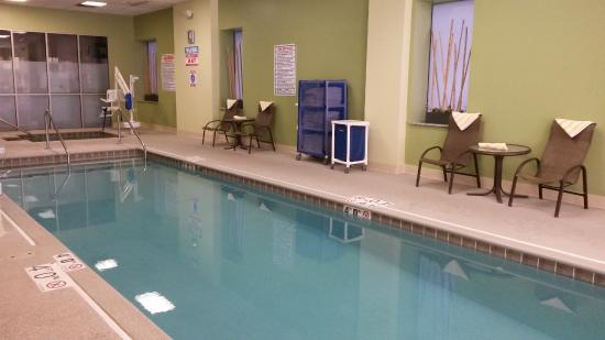 Hampton Inn & Suites Milwaukee Downtown: Hampton Inn Downtown Milwaukee, WI - pool