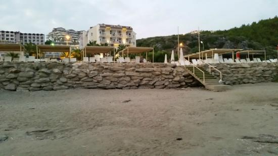 Rheme Beach: Widok od morza.