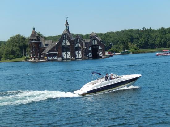 Gananoque, Canadá: The boathouse at Boldt Castle.