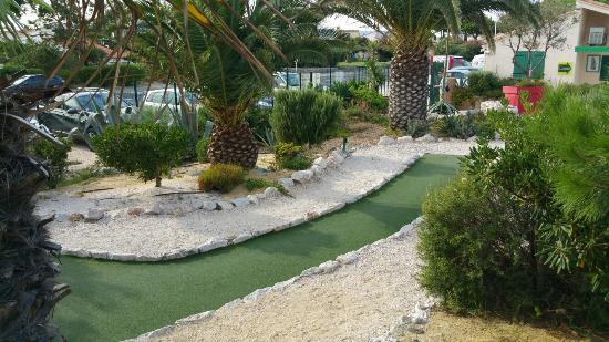 ‪Le Golden Beach mini golf‬