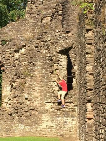 Skenfrith Castle: Climbing Skenfrith