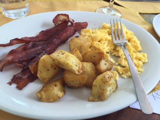El Velero Restaurant : American breakfast