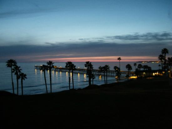 Beachcomber Inn: Night time