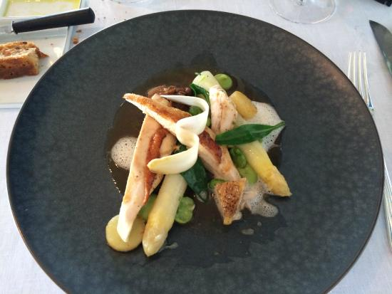 Hof van Cleve : Chicken & asparagus main course