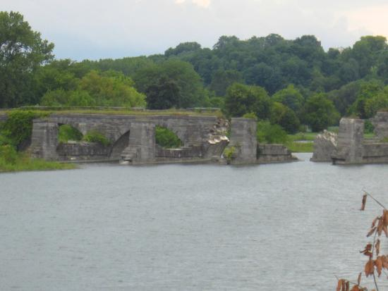 Fort Hunter, NY: Looking from the southeast