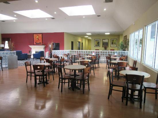 Comfort Inn Birch Run: breakfast room