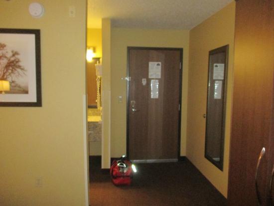AmericInn by Wyndham St. Cloud : doorway nice
