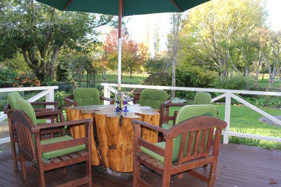Corbett House: Sunny back deck