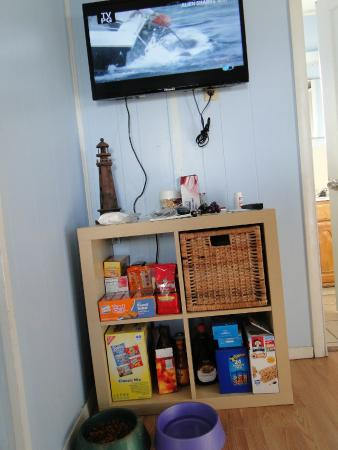 Double Barr Cottages: tv and snack cubby (we brought the snacks)