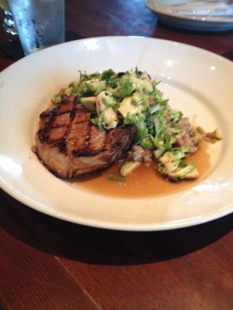 Elephant Bar Restaurant: Should have 2 pork chops on the plate not 1