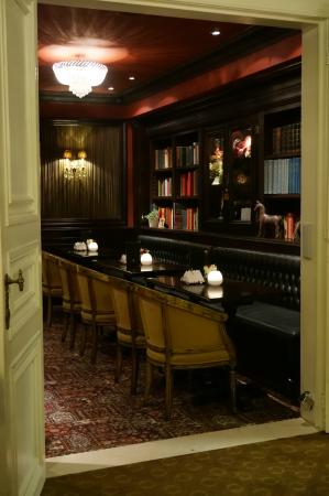 Hotel Heritage - Relais & Chateaux: Library/Bar