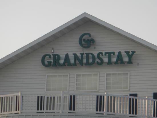GrandStay Residential Suites Hotel Rapid City : Sign at the top of the building