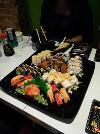 Maki My Way: The medium platter (chefs recommendation)