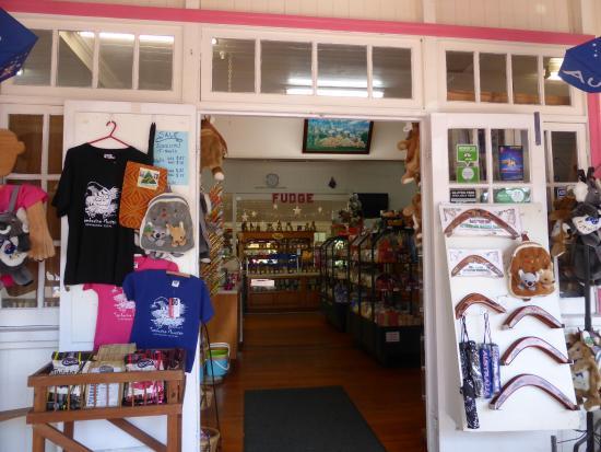 Granny Macs Fudge Store: Entrance