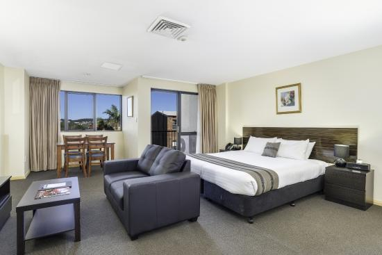 Quality Suites Boulevard On Beaumont : King Studio Apartment